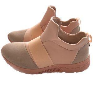 Steve madden Hueber pink slip on sneakers 8.5 New
